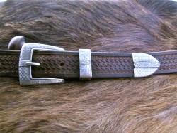 Checkering Buckle With Silver Strip